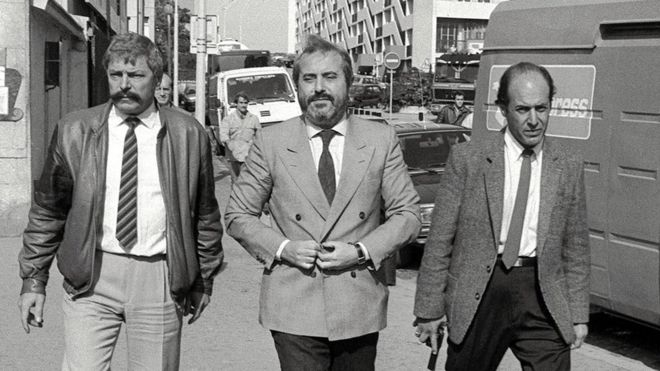 El juez Giovanni Falcone (centro) falleció el 23 de mayo de 1992 en un atentado de la mafia Cosa Nostra. GETTY IMAGES