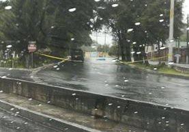 Persona murió atropellada en la 17 avenida de la zona 11, cerca de un reconocido centro comercial. (Foto Prensa Libre: @mdardon74)