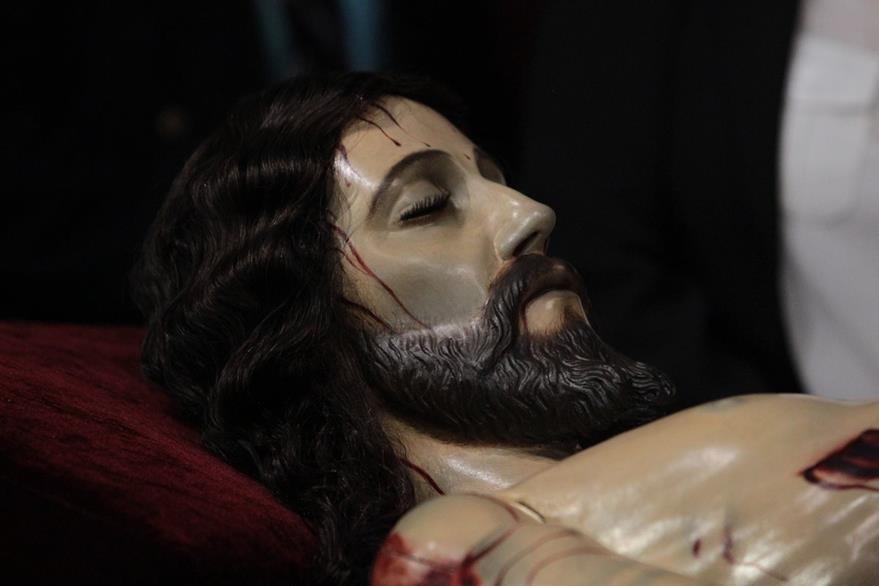 La imagen recuperó el brillo y color natural de la piel de un persona sin vida.  (Foto Prensa Libre: Edwin Castro)