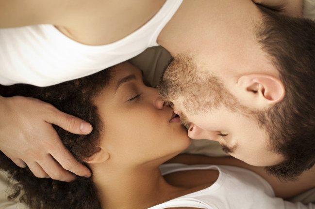 Estudio asegura que tener con la expareja encuentros sexuales hace más feliz a la persona.