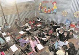Condiciones en las que estudian los niños en una escuela de Palencia.(Foto Prensa Libre: Hemeroteca PL)
