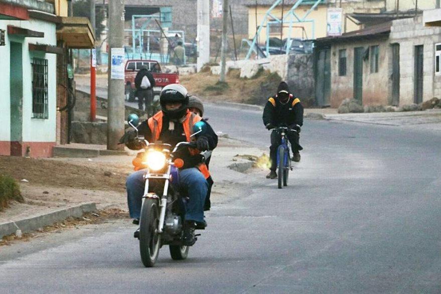 En Xela, la temperatura descendió a -2 grados, según el Insivumeh. (Foto Prensa Libre: Carlos Ventura)