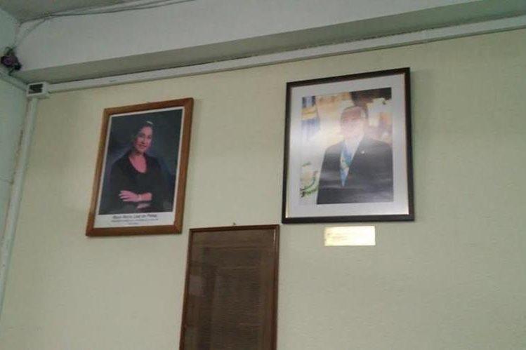 El INE mantendrá colocada la fotografía del presidente Otto Pérez Molina hasta que sea aceptada su renuncia. (Foto Prensa Libre: Natiana Gándara)