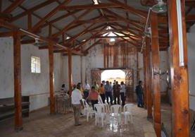 Diputado visita antigua iglesia La Ermita, de Concepción las Minas, Chiquimula, durante el inicio de las gestiones para que sea reconstruida. (Foto Prensa Libre: Mario Morales)