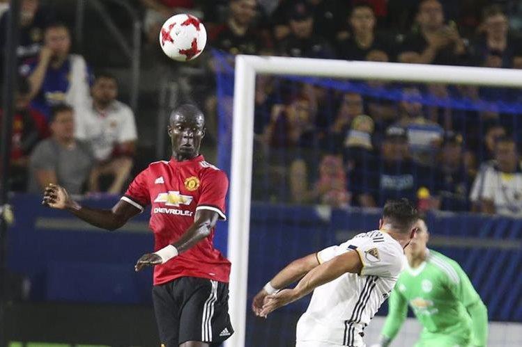Eric Bailly será baja para Mourinho en el partido de la final de la Super Copa de Europa contra el Real Madrid. (Foto Prensa Libre: AFP).