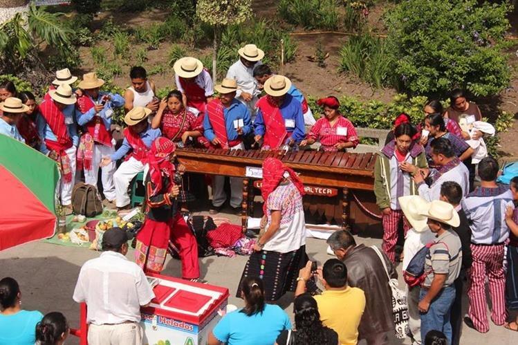 El festival folclórico fue suspendido por los organizadores, debido a que las autoridades municipales no autorizaron realizarlo en la plaza central. (Foto Prensa Libre: Mike Castillo)