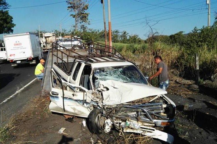 Uno de los vehículos involucrados en el accidente en la ruta al Pacífico, Siquinalá, Escuintla. (Foto Prensa Libre: Carlos Enrique Paredes)