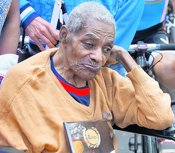 Teodoro Palacios Flores fue el homenajeado de la última etapa de la Vuelta a Guatemala en 2014. (Foto Prensa Libre: Hemeroteca PL)