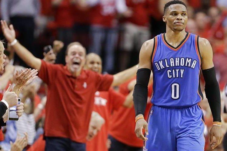 Westbrook ha hecho historia individual en la NBA. (Foto Prensa Libre: AP)