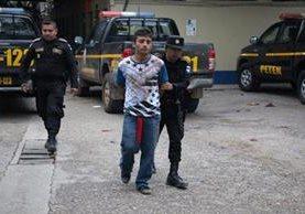 Cristian Mauricio Chamorro, presunto delincuente capturado en Petén. (Foto Prensa Libre: Rigoberto Escobar).