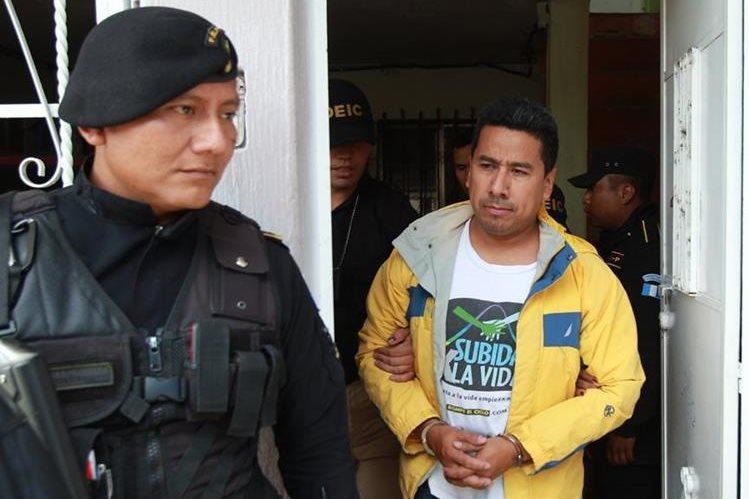 Carlos Natanael Lainfiesta Escobar fue capturado el 25 de febrero del 2015, por la Policía y la Fiscalía contra Delitos Patrimoniales. (Foto Prensa Libre: Hemeroteca PL)