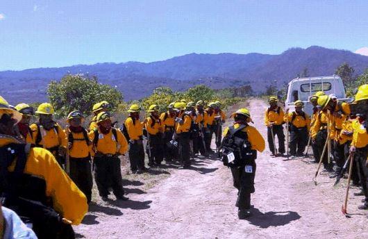 Practica final de curso de bomberos forestales donde participaron diferentes municipalidades de Jalapa. (Foto Prensa Libre: Cortesía Conred)