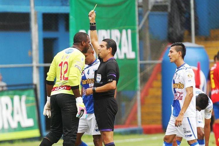 Juan Carlos Guerra será árbitro Fifa en el 2016. (Foto Prensa Libre: Hemeroteca PL)