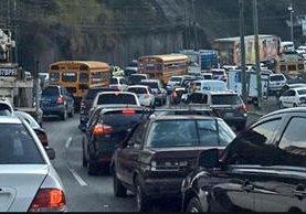 El congestionamiento vial afecta las zonas 3, 9, 10, 12, 13 y 14, según reportó la Policía Municipal de Tránsito. (Foto Prensa Libre: Internet)