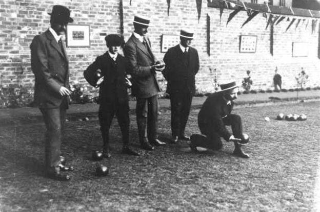 """Chesterfield Bowling Club, fotografiado en torno a 1910, dice que siempre fue """"tradicionalmente, de un solo género"""". PICTURETHEPAST.ORG.UK"""