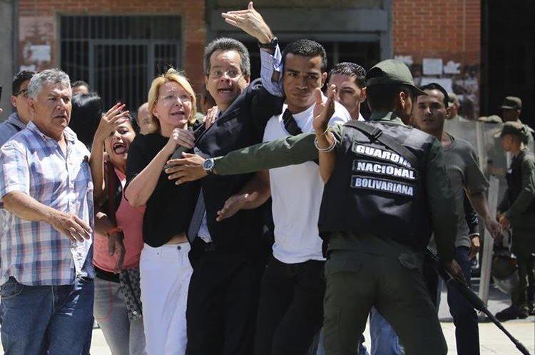 Luisa Ortega fue destituida por la Asamblea Constituyente del cargo de fiscal general del Ministerio Público de Venezuela. (Foto Prensa Libre: AP)