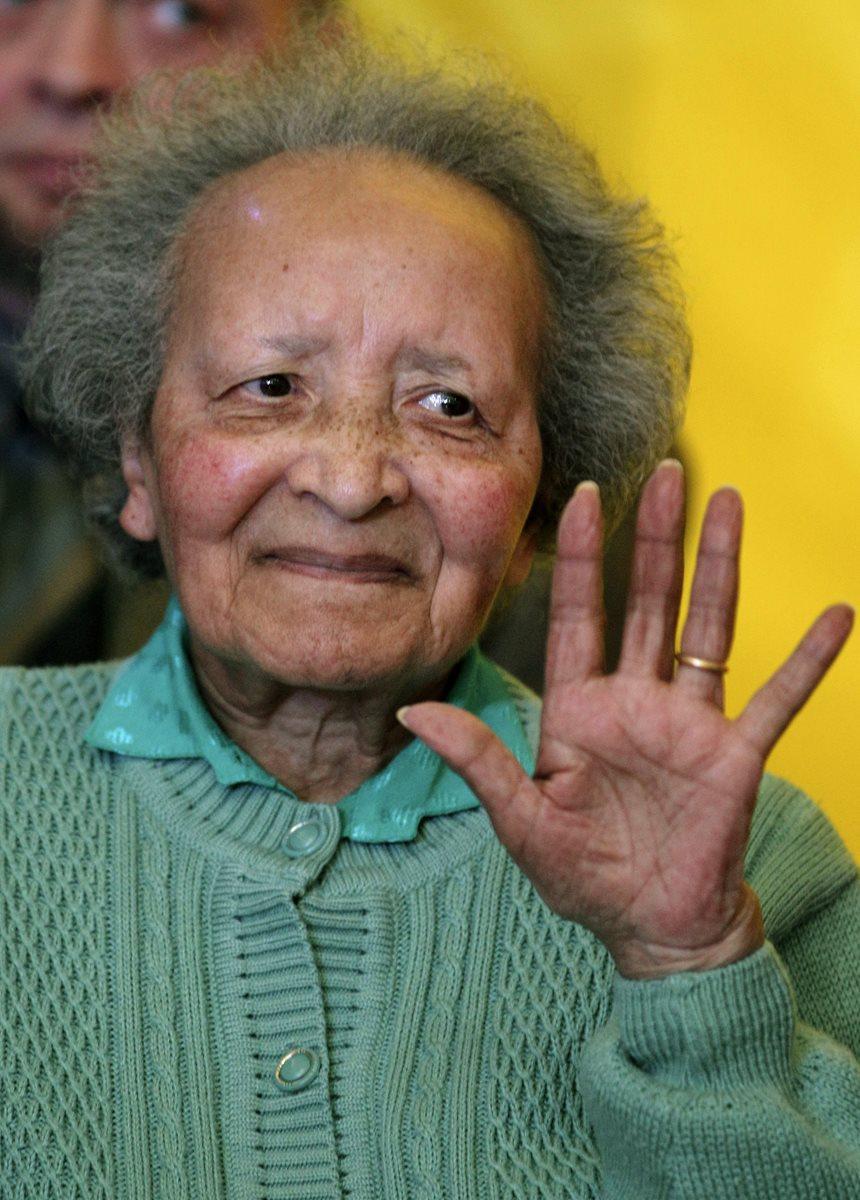 Augusta Chiwy, enfermera. (Foto Prensa Libre: AP).