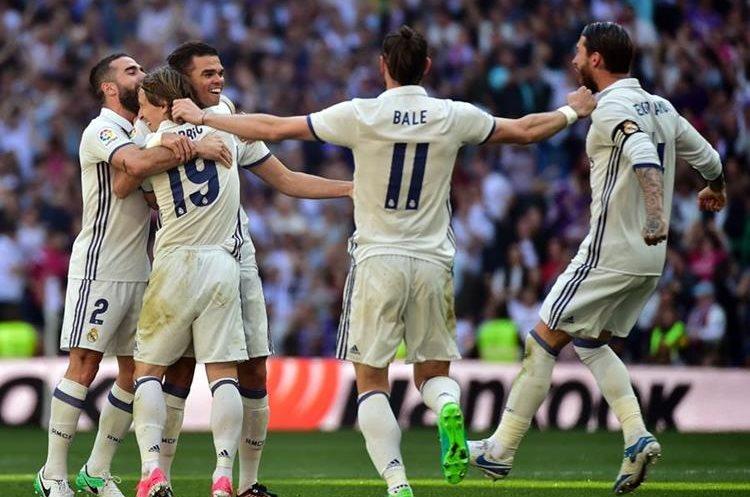 Pepe abrió el marcador para el Madrid pero salió lesionado minutos después. (Foto Prensa Libre: AFP)