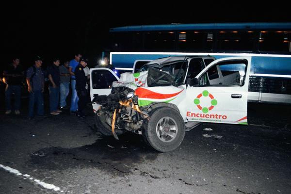 El accidente se registró en el km 80 de la ruta al Pacífico, en jurísdicción de Siquinalá, Escuintla. (Foto Prensa Libre: Carlos Paredes)