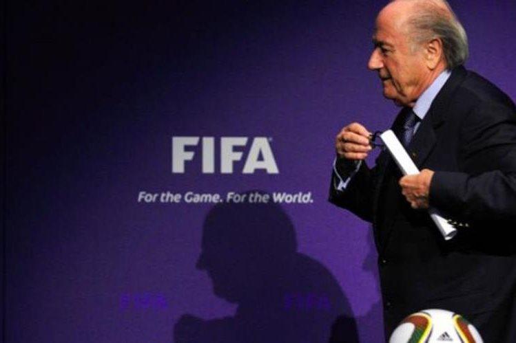 Sepp Blatter no tiene intenciones de renunciar a la Fifa pese a diversa solicitudes. (Foto Prensa Libre: Hemeroteca PL)