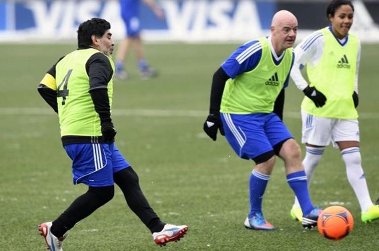 Infantino y Maradona han compartido en distintas oportunidades. (Foto Prensa Libre: Hemeroteca PL)