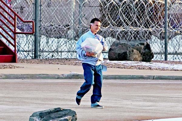 Alfonso Portillo sale de la prisión en Denver, Colorado. (Foto Prensa Libre: Agencia)