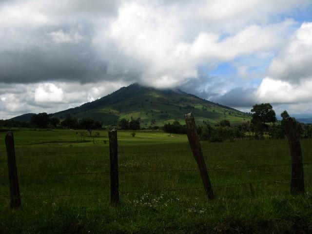 Volcán Jumay: mide 2 mil 176 metros sobre el nivel del mar y el ascenso es de 4 horas para principiantes. (Foto Prensa Libre: K´ASHEM)