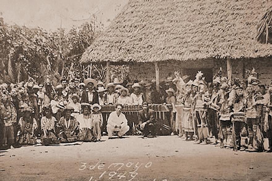 El tradicional Paa'bank,  en una imagen de 1949, funde música, danzas y gastronomía.