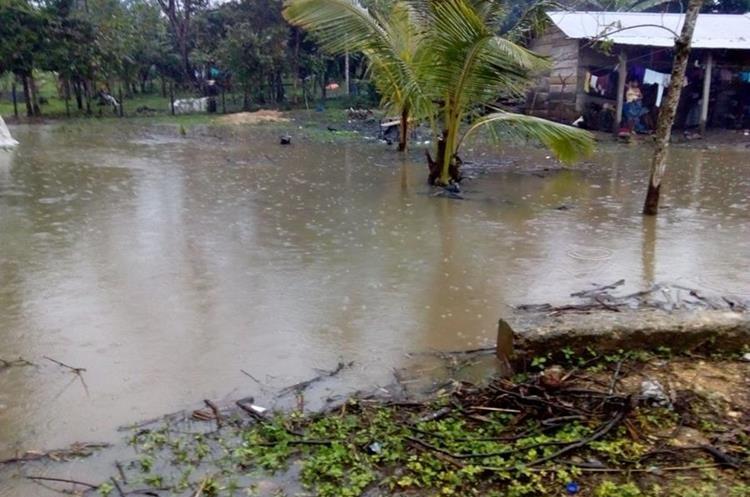 En Sayaxché, Petén, varias comunidades están incomunicadas.