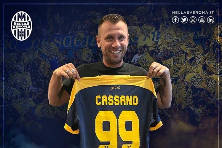 El veterano delantero Antonio Cassano jugará en el Hellas Verona con el número 99. (Foto Prensa Libre: Hellas Verona)