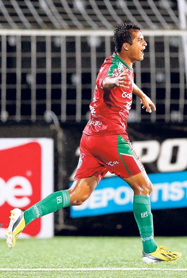 Angelo Padilla terminó la temporada con el Camelita con 10 goles anotados. (Foto Prensa Libre: Hemeroteca PL)
