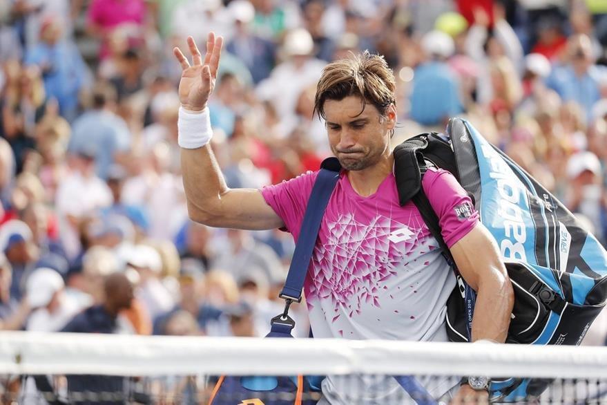 Ferrer se despide de los aficionados presentes en el USTA National Tennis Center. (Foto Prensa Libre: EFE)