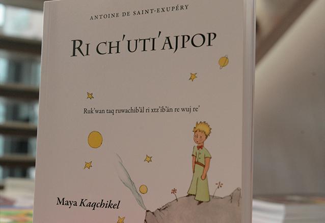 El principito, la obra más conocida de Saint-Exupéry ha sido traducida a casi todos los idiomas. El kaqchikel es uno de ellos. (Foto: Hemeroteca PL)