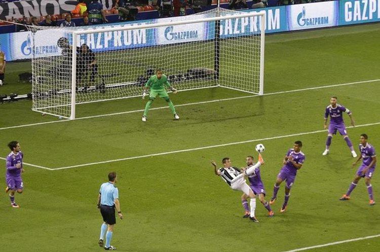 Con este golazo que marcó Mario Mandzukic le dio esperanzas a la Juventus.