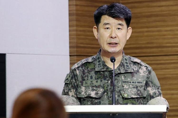 Roh Jae-cheon, portavoz del Estado Mayor Conjunto informó sobre los lanzamientos de misiles de Corea del Norte. (Foto Prensa Libre: EFE)
