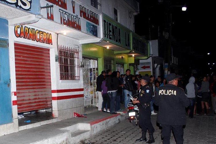 Carnicería donde cuatro personas fueron atacadas a balazos, en El Tejar, Chimaltenango. (Foto Prensa Libre)