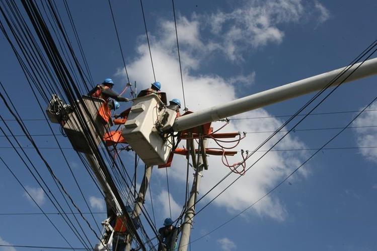 Sector eléctrico se mantiene en alerta para atender problemas con el servicio de energía (Foto Prensa Libre: Esbin García)
