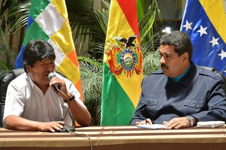 Evo Morales, presidente de Bolivia junto a su homólogo de Venezuela, Nicolás Maduro. (Foto Prensa Libre: EFE).