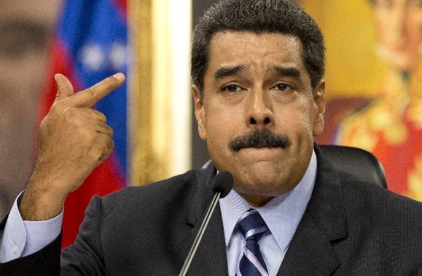 Nicolás Maduro denuncia que avión espía de EEUU. violó espacio aéreo venezolano.(AP)