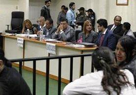 Implicados en el caso Hogar Seguro escuchan la imputación del ministerio Público. (Foto Prensa Libre: Paulo Raquec)