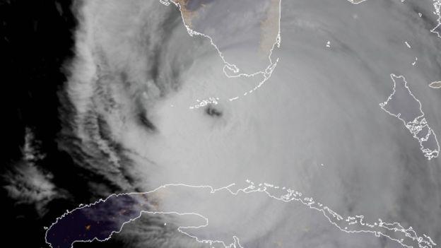 El huracán hizo retroceder las aguas de la costa oeste de Florida, los cayos y Bahamas. AFP
