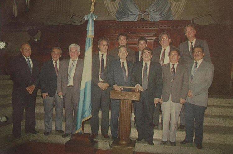 Los diputados que desconocieron a la junta directiva presidida por José Fernando Lobo Dubón y en su lugar eligieron a Arturo Soto Aguirre del FRG. (Foto: Hemeroteca PL)