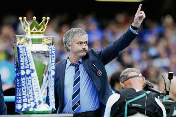 Jose Mourinho llevó a los blues a ganar su quinta corona en la Liga Premier. (Foto Prensa Libre: AFP)