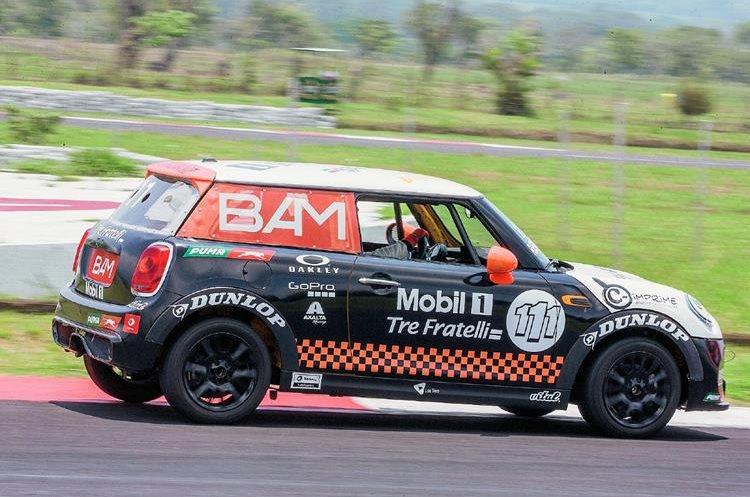 Marcos Reichert hizo su debut en el automovilismo nacional en la categoría Mini Cup. (Foto Prensa Libre: Gabriel López).