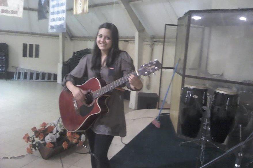 El canto era una de las actividades en las que participaba Vilma Gabriela Barrios. (Foto Prensa Libre: Facebook)