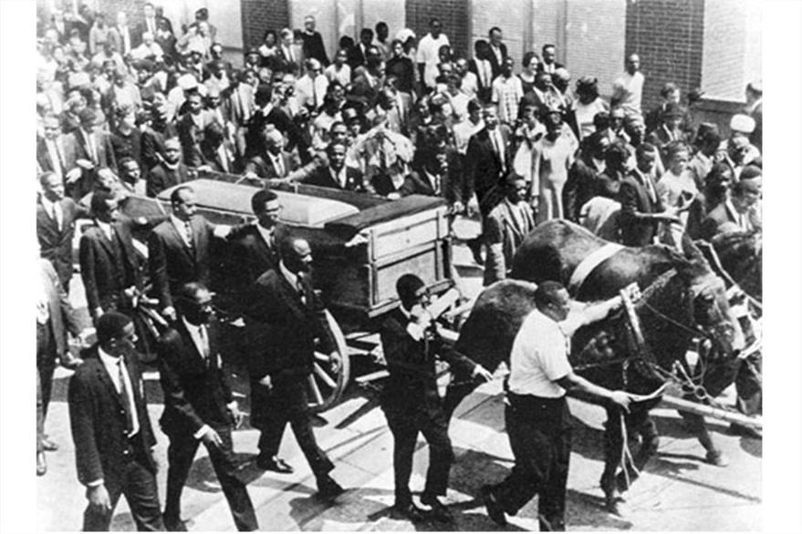 Miles de ciudadanos marcharon  durante el funeral del Martin Luther King en 1968.(Foto: internet ciaramc.org)
