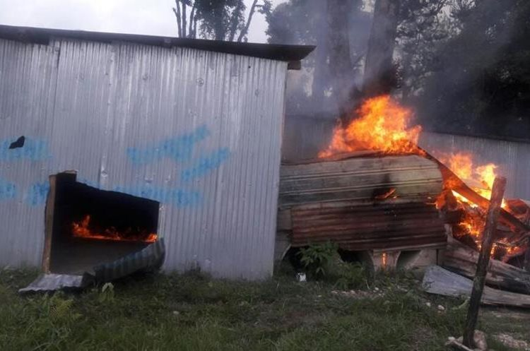 Turba quemó un cuarto con madera.