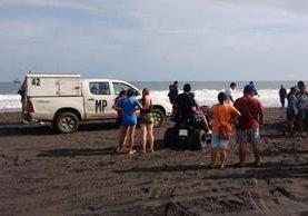 En el barrio El Laberinto, Puerto San José, Escuintla murió ahogada una menor. (Foto Prensa Libre: Enrique Paredes)