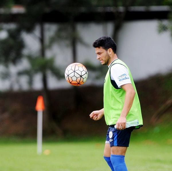 Daniel Guay, en el entreno de la Selección Nacional Sub 20, con miras a su participación en el clasificatorio de la Uncaf.