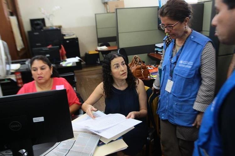 Periodista presenta denuncia en el Ministerio Público por intimidación y calumnias. (Foto Prensa Libre: Álvaro Interiano)